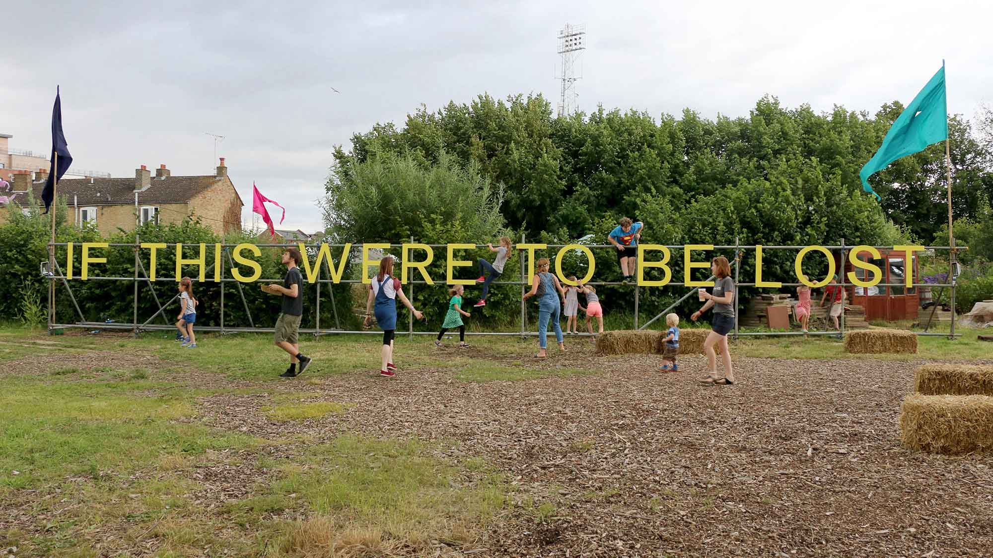 Jessie Brennan, If This Were to Be Lost, (2016-17), painted birch plywood on scaffold, 1.9 x 19 m, situated at The Green Backyard, Peterborough. (Photo: Jessie Brennan)